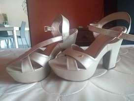 Vendo zapatillas altas para dama en buen estado
