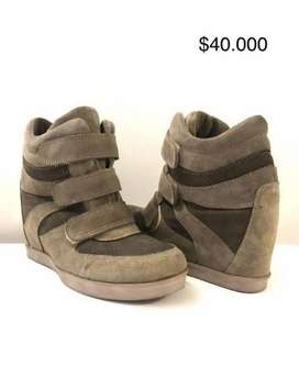 Liquidación de botas en cuero nuevas