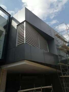 Alucobond aluminio compuesto varios colores medida de 1.50m*5m con 10 años de garantia