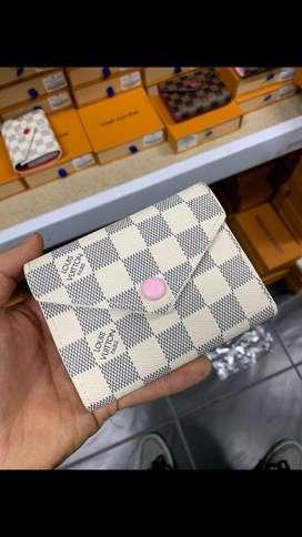 Louis Vuitton billetera pequeña  boton color TOP
