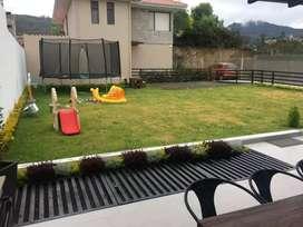 En venta hermosa propiedad con area verde casa moderna y de lujo, acabados de 1era ubicada en la mejor zona chaullabamba