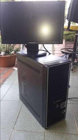 Vendo computadora completa con monitor lcd