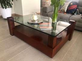 Vendo mesa de centro en roble maciza con tapa de videio grueso  medidas 80*120*45 cm color marron oscuro