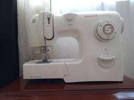 Maquina de coser Singer 4228 + Fileteadora