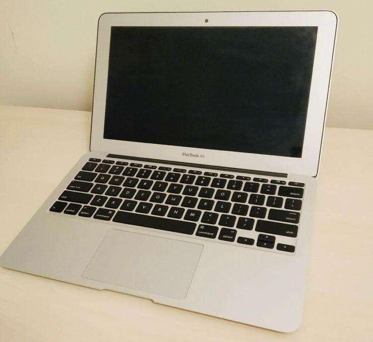 Macbook Air A1465 256GB 4GB RAM 10/10 0