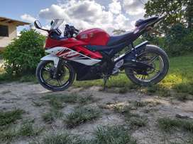 Vendo hermosa moto yamaha r15 conservada uso particular,documentos en regla listo para acelerar.