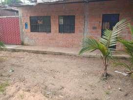 Propiedad con casa y fachada de material   noble