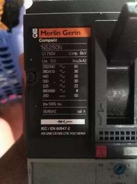 llave térmica marca MERLÍN GERIN NS 250N