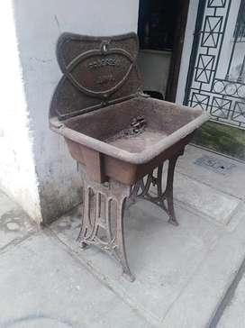 Antiguo lavadero de hierro fundido