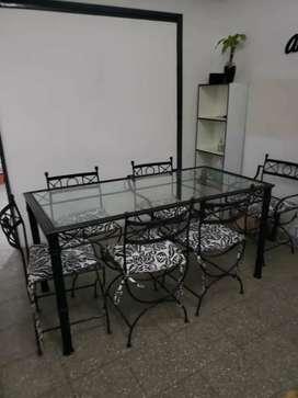 Mesa y sillas de hierro forjado