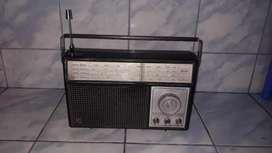 Vintage Radio Philips modelo RL-417 funciona