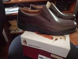 Zapatos formales, 100% cuero totalmente nuevos, talla 43
