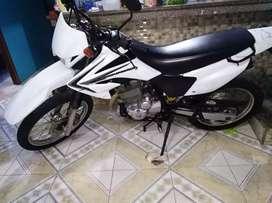 Vendo moto Honda tornado XR 250 matriculada y revisada al día año 2020