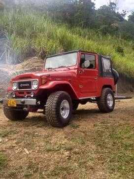 Vendo o permuto Hermoso toyota fj40 modelo 81, motor diésel, recién pintado.
