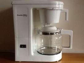 Linda Cafetera Eléctrica para preparar hasta 12 tazas de delicioso café en pocos minutos!!
