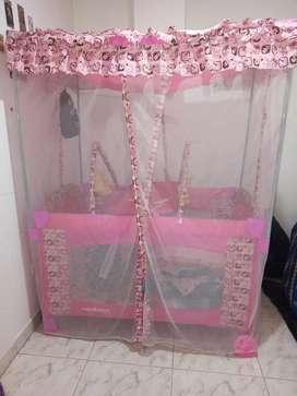 Corral para niña color rosado en excelente estado