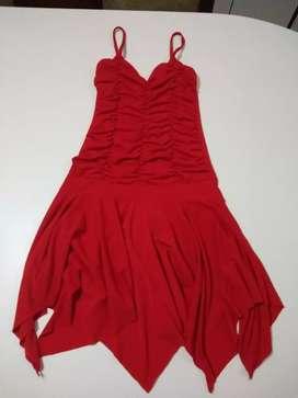 Vestido rojo de fiesta de mujer.