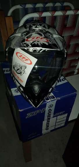 Vendo casco de moto cross con visera nuevo