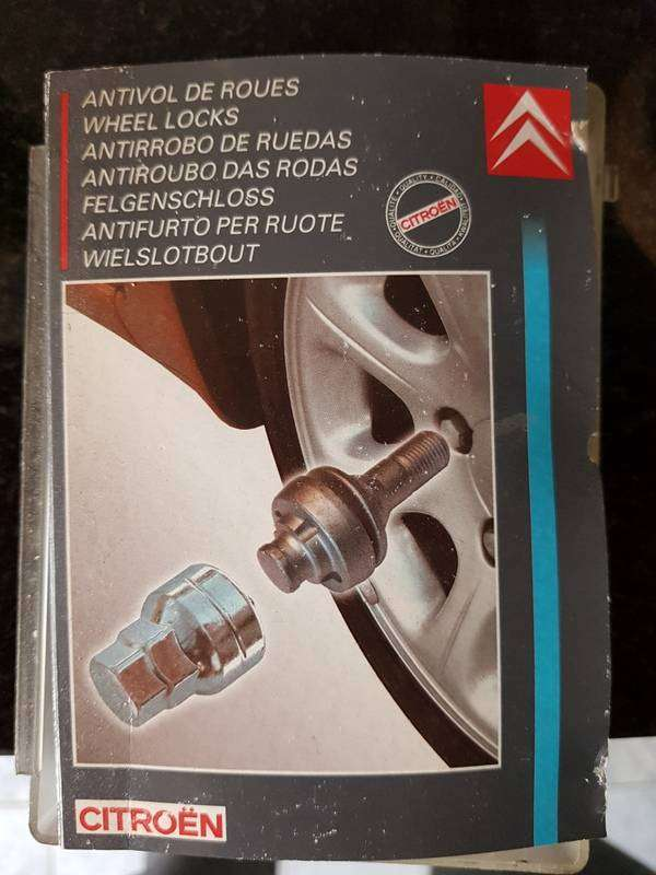 Vendo tornillos antirrobo Citroen- Peugeot (originales) 0