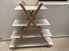Mueble estante triangular