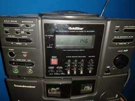 Equipo de música con caset funcionando y radio
