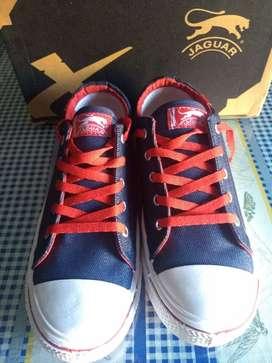 Zapatillas Jaguar nuevas, talle 40/41.