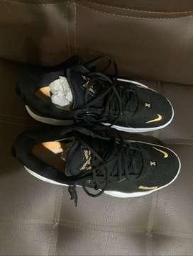 Zapatillas Nike PG 5, talla 12