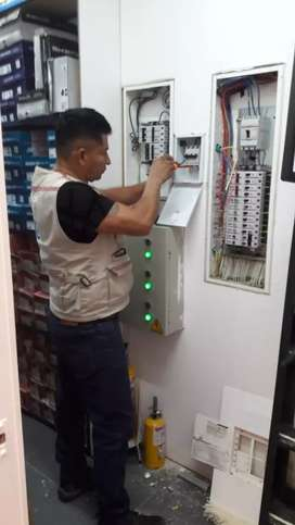 TECNICOS ELECTRICISTAS