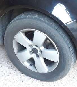 Bora 4 ruedas completas en buen estado
