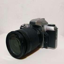 Cámara fotográfica réflex analógica Nikon N65 + lente 28-80mm