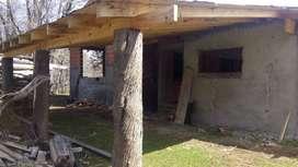 VENDO TERRENO CON IMPONENTE CONSTRUCCIÓN EN MOQUEHUE