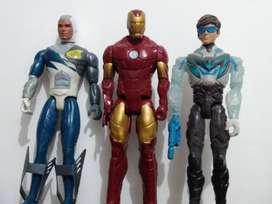 Figuras de Max steel y un Iron Man