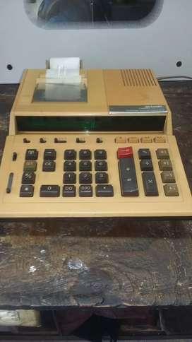 una calculadora antigua todo le funciona