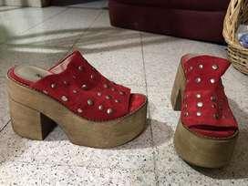 Zapato de cuero gamuzado rojo