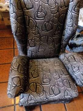 Dos sillones individuales a reciclar. Respaldo alto, asiento con resortes