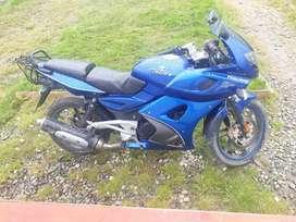 Moto bajaj rouser 220 f racing
