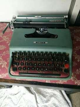 Máquina de Escribir portatil Antigua en el mar del plata