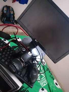 Cámara profesional y computador