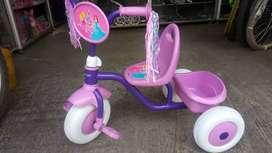Triciclo he niña