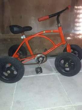 Cuatriciclo ruedas de goma