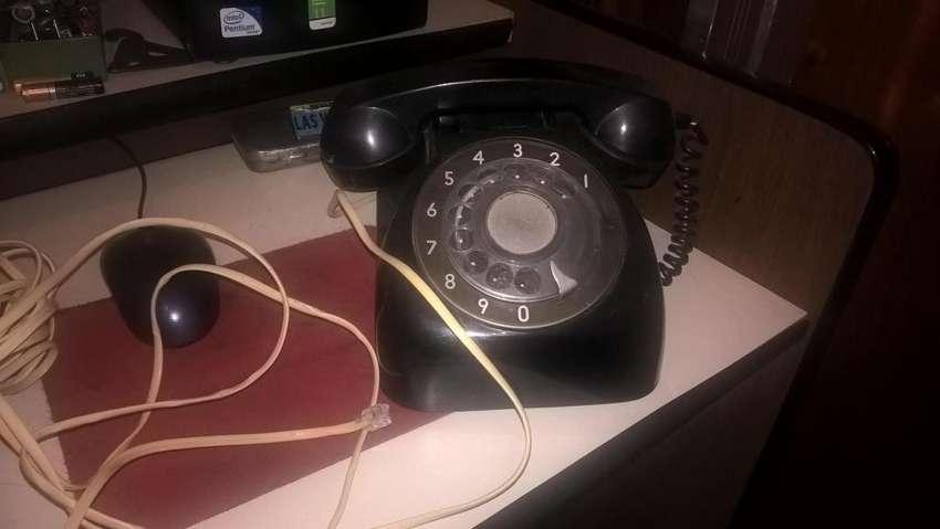 antiguo teléfono de baquelita 0