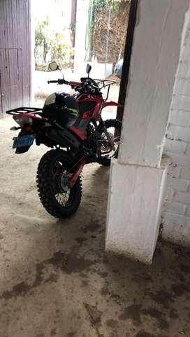 Vendo moto lineal marca Ronco, todo terreno de 200 cc semi nuevo 2018.