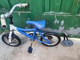Vendo hermosa bici para niño pequeño
