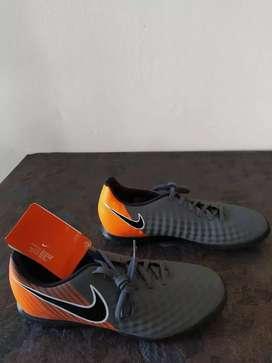Botines Nike obrax 2 club tf talle 40.5