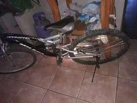 Vendo bicicleta Milano doble suspensión, único detalle la rueda delantera no es de el original