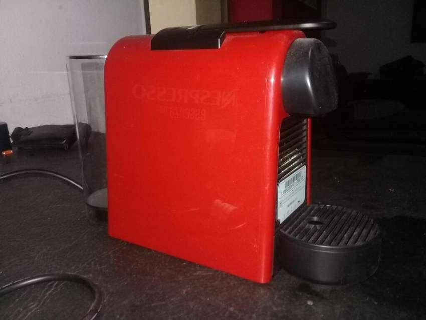 Cafetera Nespresso Essenza Mini 0