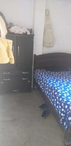 Casa cómoda y con unos apartamentos en el segundo piso
