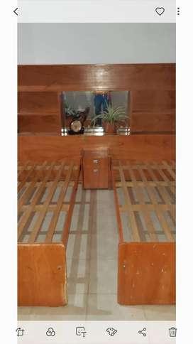 Bibloteca respaldo + dos camas de 1 plaza + mesa de luz