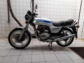 Moto HONDA CB400N modelo 80