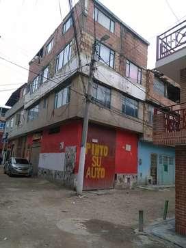 Casa de 4 pisos ,bodega ,papeles al dia